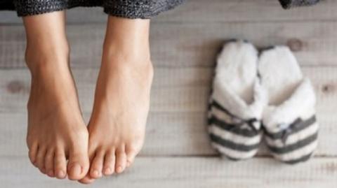 Как избавиться от неприятного запаха ног