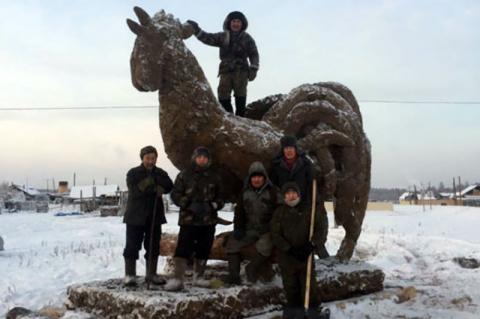 Символ года в Якутии слепили из навоза