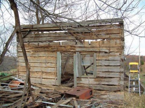 Он превратил разрушенную хижину в дом мечты