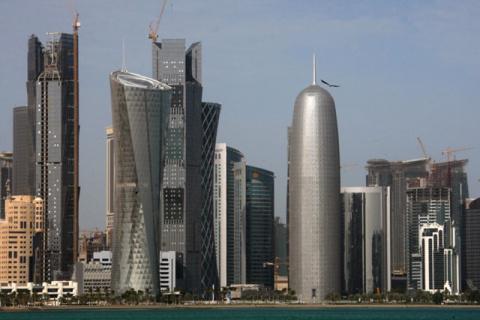 Банки Катара сократили продажи долларов