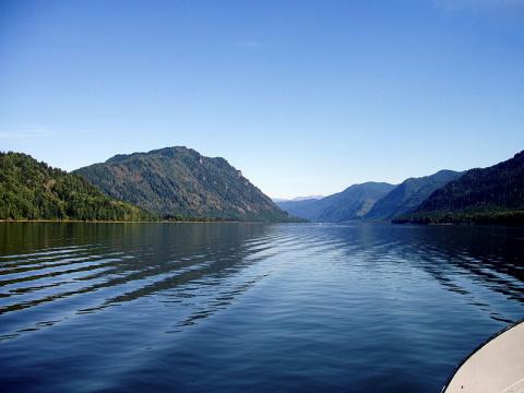 Почему тела утонувших в Телецком озере людей часто не находят