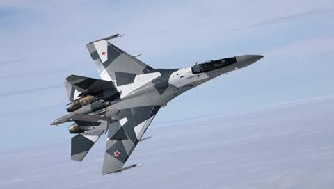 """Танцы с """"Раптором"""". В чем превосходство российских истребителей над F-22"""