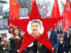 Режим в России превращается в фарс