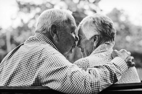 «Быть стариками - не простая…