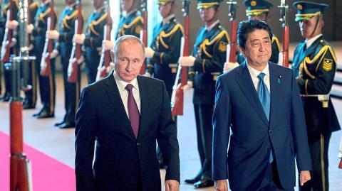 Токийский экспресс: зачем Синздо Абэ спешит в Вашингтон и Москву