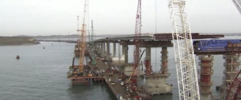 На мосту через Керченский пролив установили все опоры автодорожной части