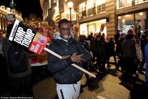 В Лондоне начались акции протеста против инаугурации Дональда Трампа