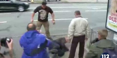 В Киеве избили гражданина РФ…