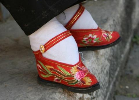 """Китайская """"Красота"""" требует жертв"""