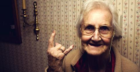 Бабушка довела коллектора до…