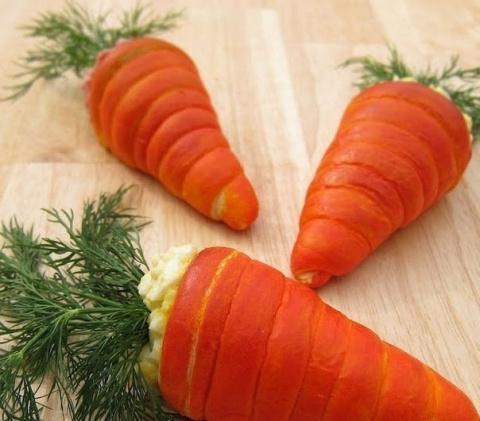 Салат в морковках из теста