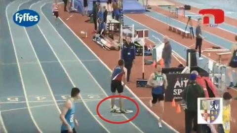 Что такое не везёт: нелепая случайность помешала спортсмену выиграть забег
