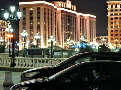 Ждите платные парковки во дворах — Госдума снова жжет!