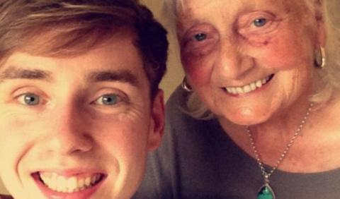 85-летняя бабушка ввела в ст…