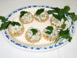 Тарталетки с сайрой и сыром
