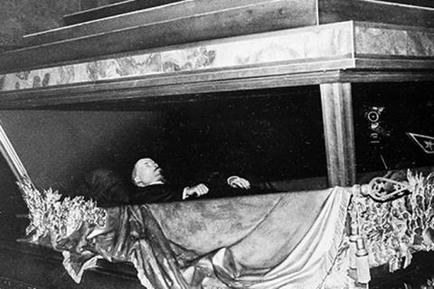 Мумия Ленина ожила на глазах шокированных ученых! Архивная запись секретной камеры!