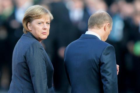 Готовится атака на Меркель. …