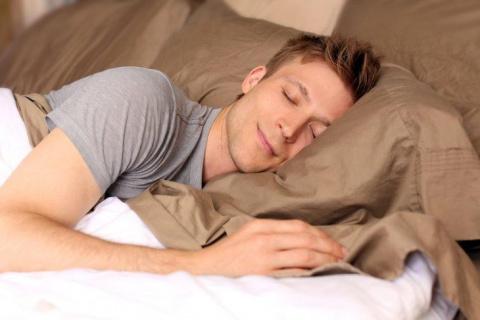 Почему, когда человек засыпа…