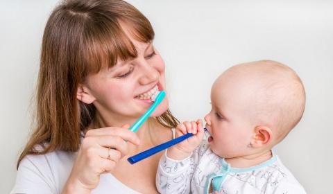 Кариес с рождения. Почему даже у грудничков бывают плохие зубы