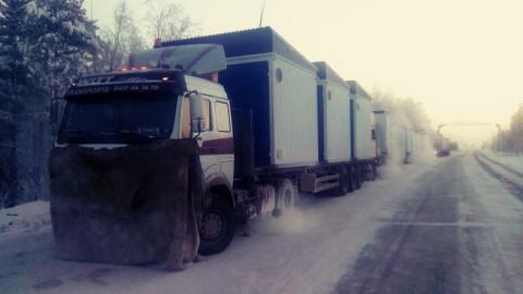 Под Ноябрьском из-за сильных морозов застряли десятки дальнобойщиков
