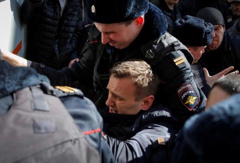 Навальный вам не революционе…