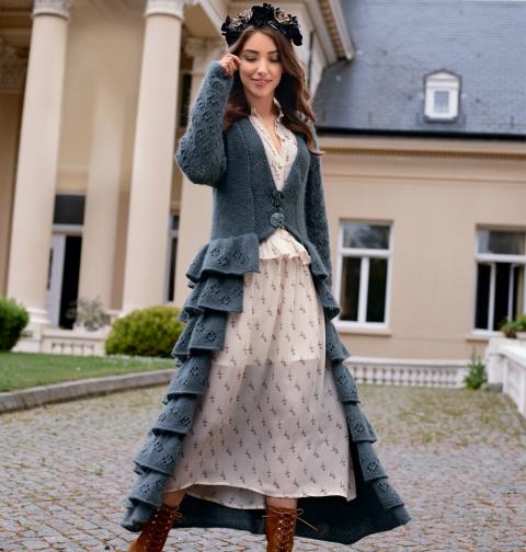 Оригинальное пальто спицами