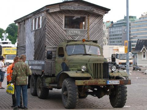 Это не Фунтик и не танк - это финский банный комплекс на колесах :)))