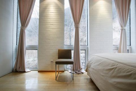 Выбираем шторы для уютной спальни