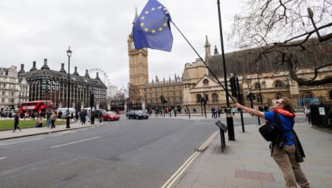 СМИ: ЕС потребует от Британи…