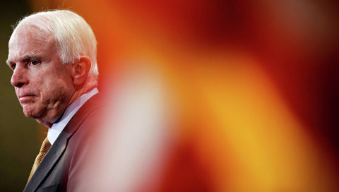 Маккейн попросил Трампа предоставить Украине летальное оружие