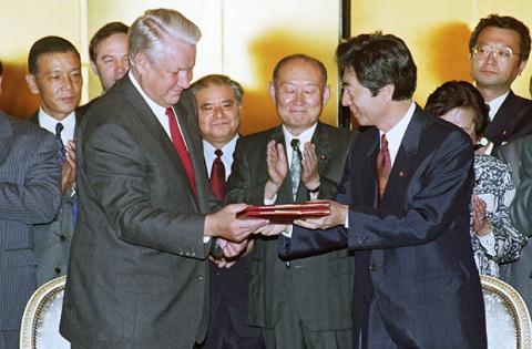 Как либеральный Ельцин хотел Курилы Японии подарить и как ему помешали