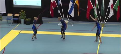 Удивительные прыжки на скакалке