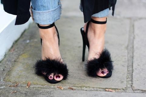 Обувь в перьях