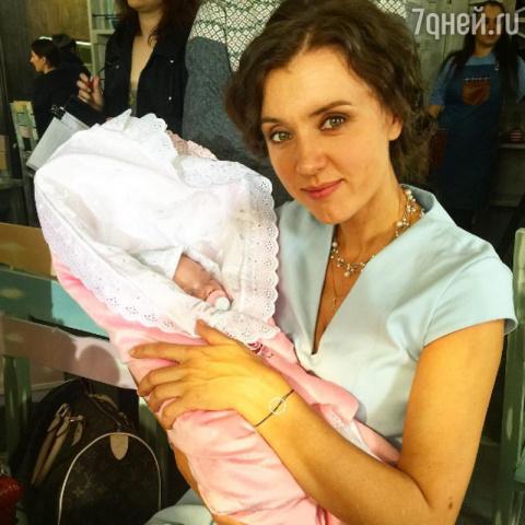 42-летняя Ксения Алферова ст…