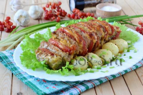 Мясо-гармошка с помидорами и сыром