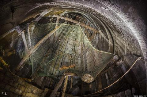 Угольная шахта на японском о…