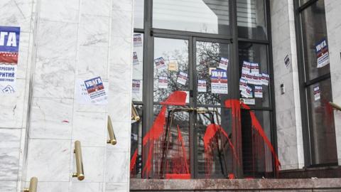 Украинские активисты облили …