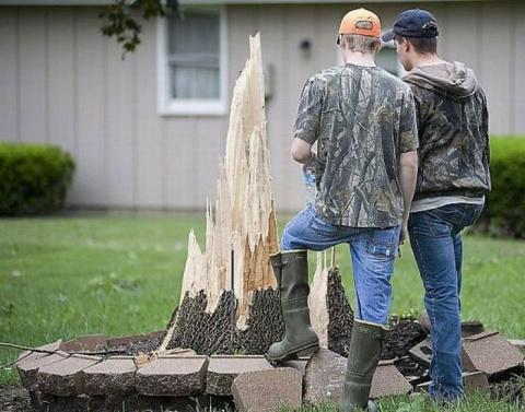 Вот мы стобой дров наломали...