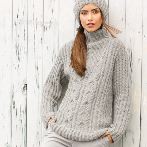 Оригинальный свитер и шапка спицами
