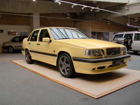 "Желтый Volvo 850 T5-R 1995 ""The Flying Banana"""