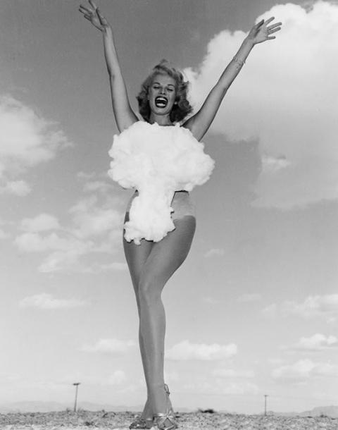 «Мисс атомная бомба» и еще 9 невероятно странных конкурсов красоты