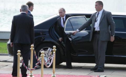 Визит Владимира Путина в Пар…