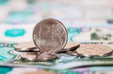Курс рубля вырос на открытии…
