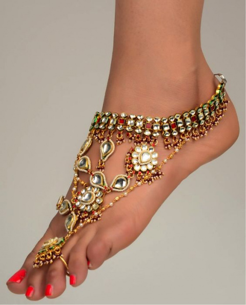 Мода босоногих женщин.  (Браслет на ногу)