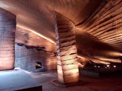 Как китайцы рыли эти пещеры