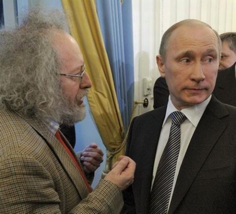 Путин показал на нескольких …