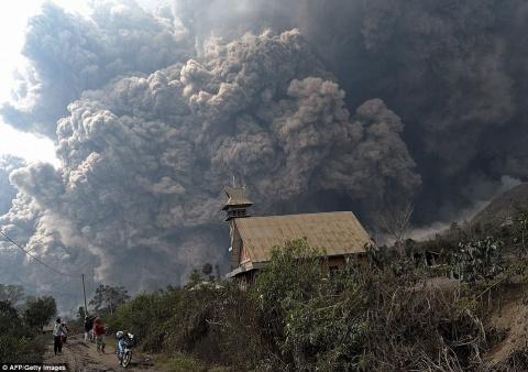Зрелищные извержения вулкано…