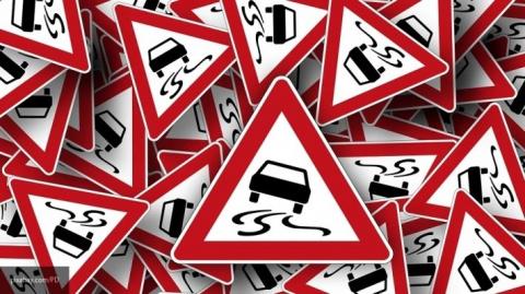При ДТП на трассе М8 в Ярославской области опрокинулась фура