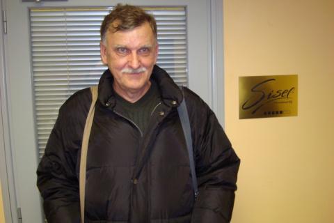 У входа в Московский офис А.Юдаев