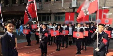 Тайваньские школьники устроили парад в нацистской форме и знаменами со свастикой